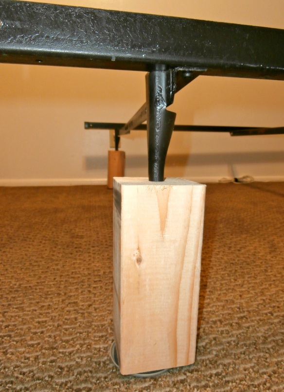 Bed risers and bedframe