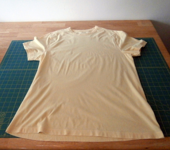 A mens' extra large yellow tee shirt
