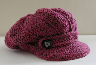 A photo of a crocheted newsboy cap