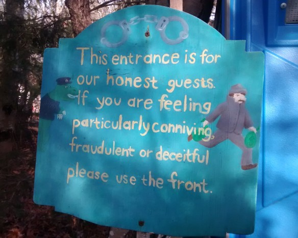 A sign at an outdoor bookstore proclaiming that this entrance is for honest customers
